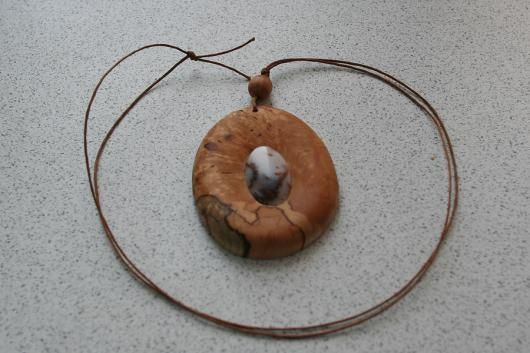 Кулон из капа березы с моховым агатом.