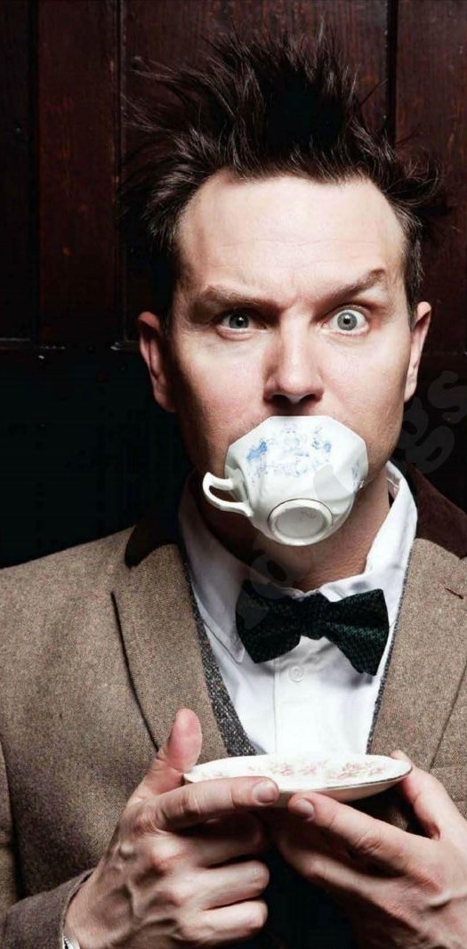 Mark Hoppus :) he's suuuuuch a cutie! <3... And a hotie too ;-)