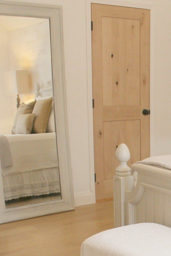 Romantic White Bedroom Decor Ideas For French Nordic Design Style Health Update Hello Lovely In 2020 White Bedroom Decor Cottage Style Bedrooms White Oak Floors
