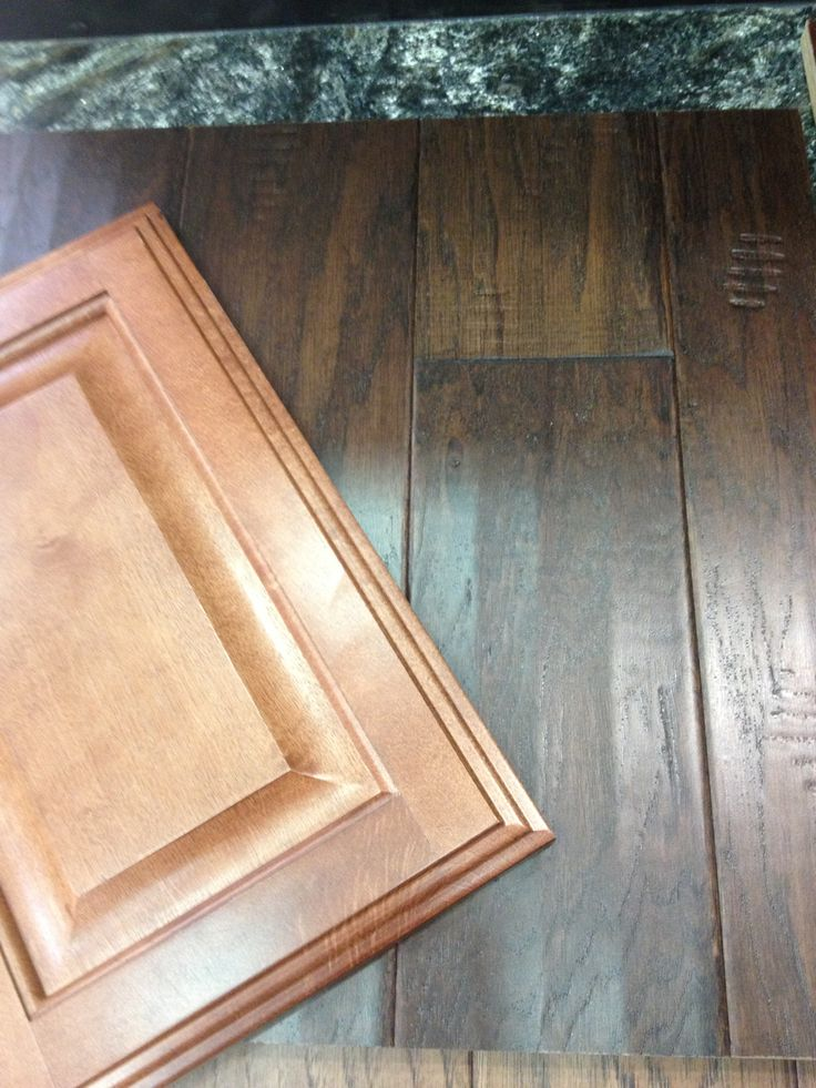 Chocolate Hickory Wood Flooring And Chestnut Kitchen Cabinets  Check!  HolzbödenKüchenumbauKüchenschränkeIdeen Für Die Küche