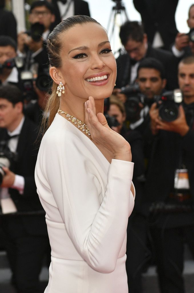 "Petra Nemcova wears Chopard jewelry at the ""Loveless (Nelyubov)"" screening during the 70th annual Cannes Film Festival at Palais des Festivals. #cannes #festivaldecannes #cannes2017 #cannesfilmfestival #redcarpet #celebrity #fabfashionfix #petranemcova"