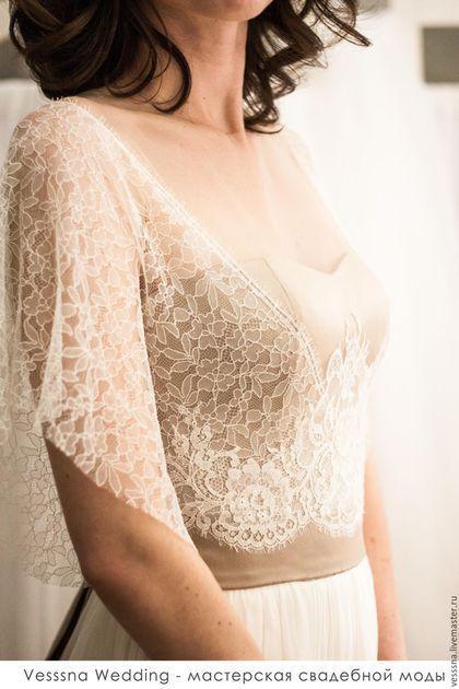 Купить или заказать Свадебное платье из шелка в интернет-магазине на Ярмарке Мастеров. Индивидуальная разработка дизайна и кроя свадебного платья. Выполнено полностью из натурального шелка. Атласный корсажный лиф и нижняя юбка бежевого оттенка, верхний слой юбки- молочный шелковый газ, верхняя часть лифа- французское кружево 2 видов. Спинка дополнена функциональными пуговками. Свадебная мастерская VESSSNA ....Мы спорим о вкусах... Я не делаю копий и повторов чужих или своих работ,…