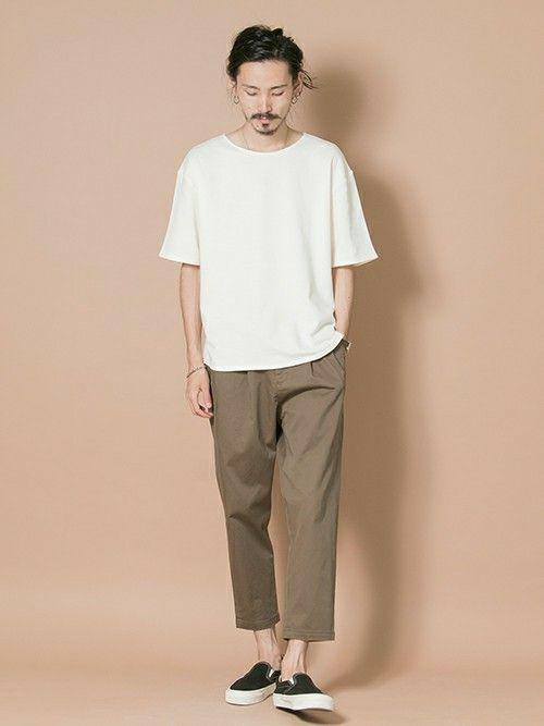 限りなくエアリーな着心地を感じられるミニ裏毛素材のルーズシルエットTシャツ。