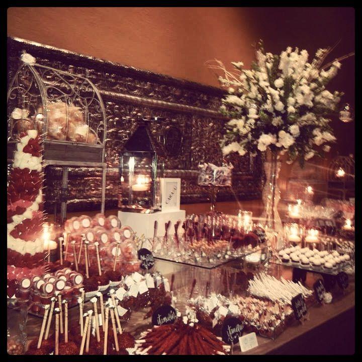 Mesa de dulces boda mesas de bocadillos para fiestas for Decoracion de canapes