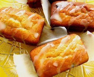 Bolinhos de ricotta com limão e mirtilos / Blueberry & lemon ricotta cakes