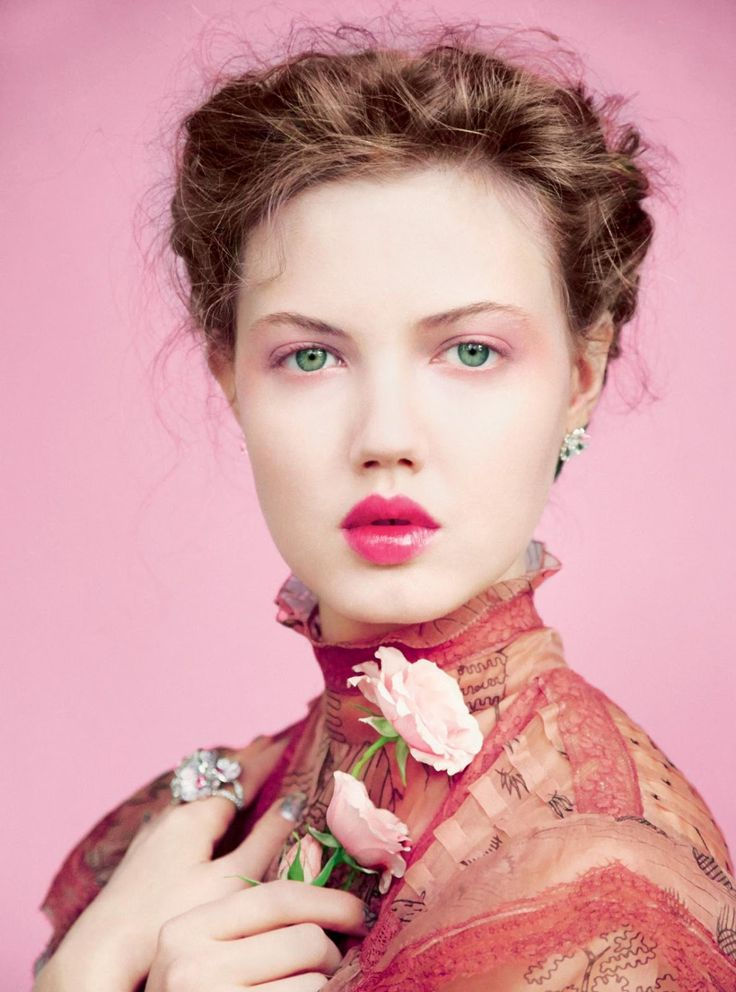 Lindsey Wixson stars in a beautiful full-of-flowers cover story by Erik Madigan Heck for the May 2017 issue of Harper's Bazaar UK, styled by Leith Clark.