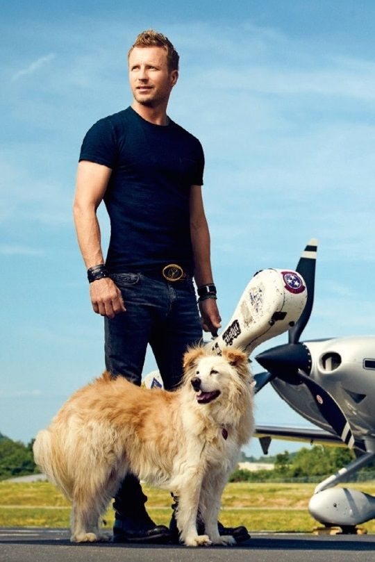 Cutie Dierks Bentley with his cutie dog