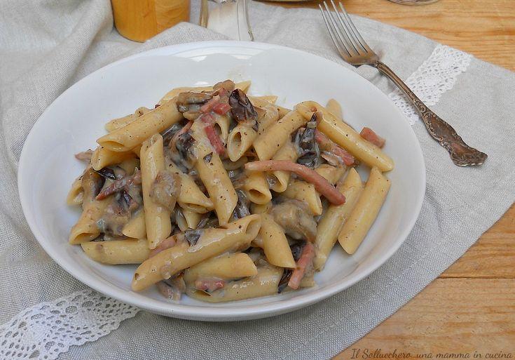 Pasta con radicchio, speck e gorgonzola
