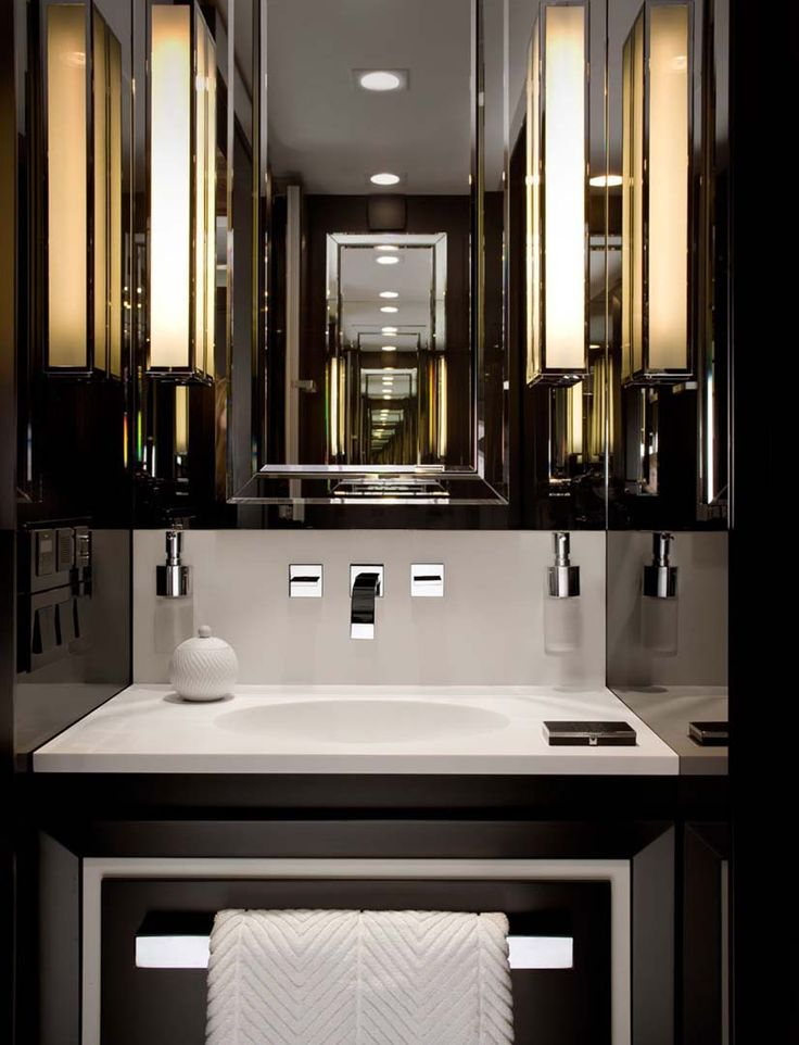 powder room, black bathroom, small bathroom, elegant bathroom, mirror cabinet, SdB noire we do design.pl - Lifestyle Interior Design : Paris St Honore