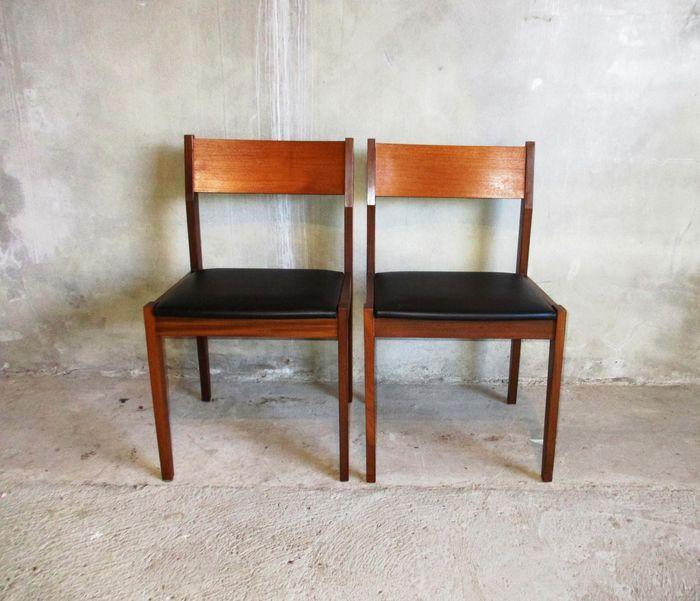 Online veilinghuis Catawiki: Twee Eetkamer stoelen