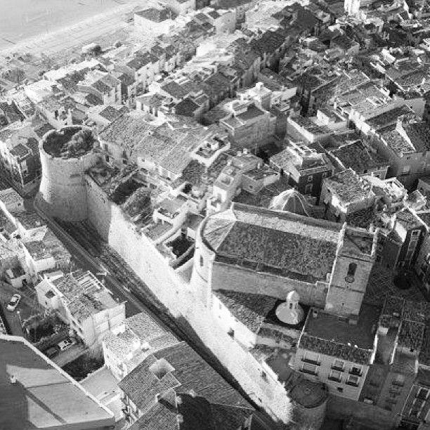 La Vila vella, la muralla, l'església fortalesa, la mar... via: http://instagram.com/p/VZLS4_Bj9a/#