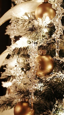 26ef5c0662c21815e9ae1269140bb19e gold christmas tree christmas holidays 92 best trimming the tree images on pinterest christmas lights Frontgate Flip Christmas Tree at arjmand.co