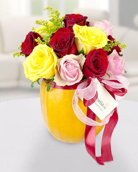 Fall flower arrangement with roses in a pumpkin.  Aranjament de toamna cu trandafiri in dovleac