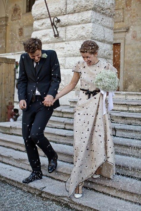 ... inspiración? precioso vestido de Valentino (los lunares son florecitas bordadas)