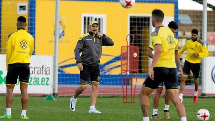 La UD Las Palmas regresa a los entrenamientos sin Peñalba, Emenike y Momo: * La UD Las Palmas regresa a los entrenamientos sin Peñalba,…