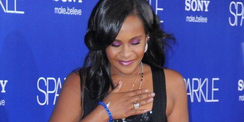 Bobbi Kristina, fiica lui Whitney Houston, a iesit din coma?