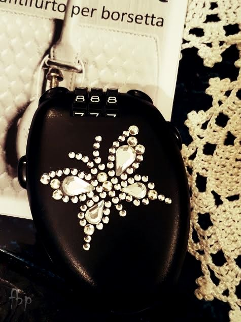 Silwax il primo antifurto per borsetta | Food and beauty passion...  #bag #fashion #style #antifurto #antitheft #lucchetti #ladri #borseggiatori #borsette #fashionbloggers #fashionbag #pochette #supermercato #portafoglio #smartphone #furti #borseggio #folla #ristoranti #piscina #mare #spiaggia #discoteca #balera #balli #passeggino #automobile #metropolitana #trolley