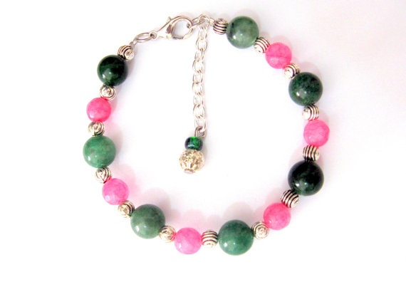 Bracciale romantico con pietre rosa e verde  di KlaritaBijoux, €10.00