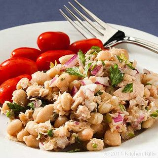 White Bean Tuna Salad - This delicious salad is packed with Omega-3 and protein, and it's perfect for a healthy lunch on the go! | Anti Inflammatory Diet Recipes