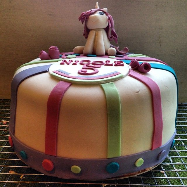 Cutest  #mylittlepony #pony #ponny #cake #tårta #birthday #party #födelsedag #kalas #fest #barnkalas #cute #handmade #homemade #hembakat #sugarpaste #göteborg #linné #gbgftw #catering #foodart #instagood #foodporn #wiltoncakes #baklycka