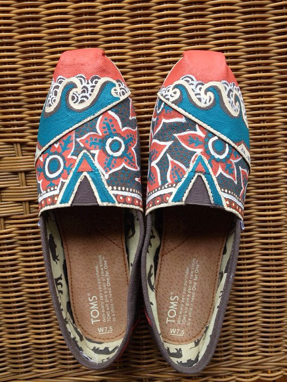 #elementedenartsearch  Mediums: paint, TOMS shoes.  Beach wave hand painted toms- to support local art an a global cause