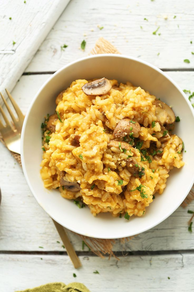 A 30-minute, 10-ingredient Vegan Risotto with leeks and mushrooms. Creamy, savory, and the ultimate plant-based comfort food.