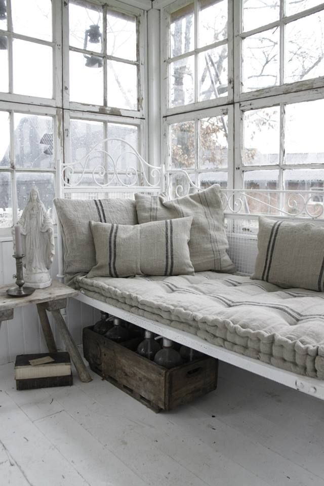 Window seat linen cushions  ~ lovingly repinned by www.skipperwoodhome.co.uk