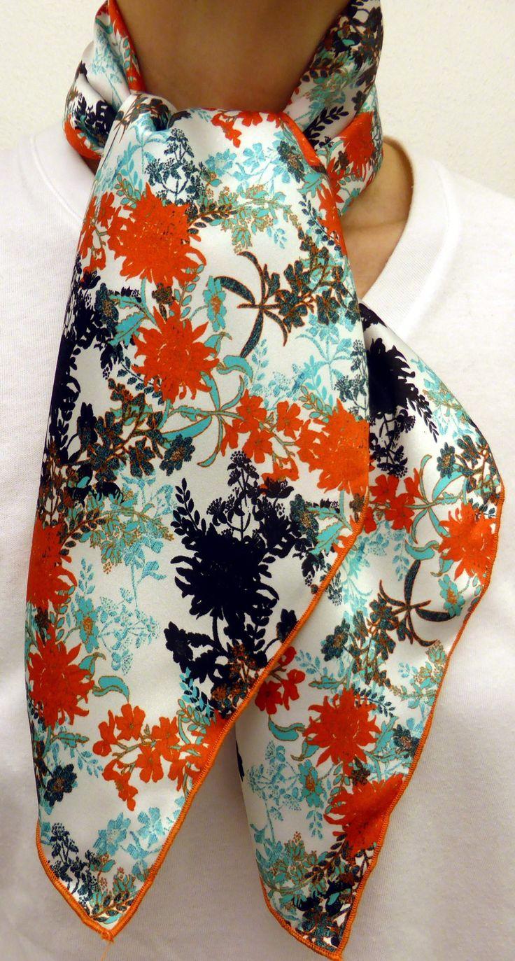 Foulard carré de soie d exception à fleurs orange vert et noir Finition  bourdon couleur 2793f7556b1