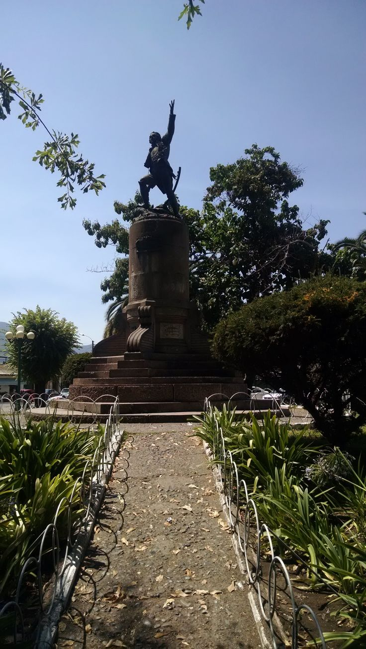 Monumento a Manuel Rodríguez en Plaza de San Fernando, VI Región, Chile.
