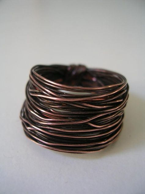 anticated copper ring made following this nice tutorial: http://www.arosiesweethome.com/2012/03/wire-ring-tutorial.html