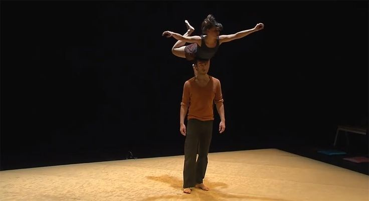 Tanz trifft Akrobatik - Ungemein schöne Choreographie https://www.langweiledich.net/tanz-trifft-akrobatik/