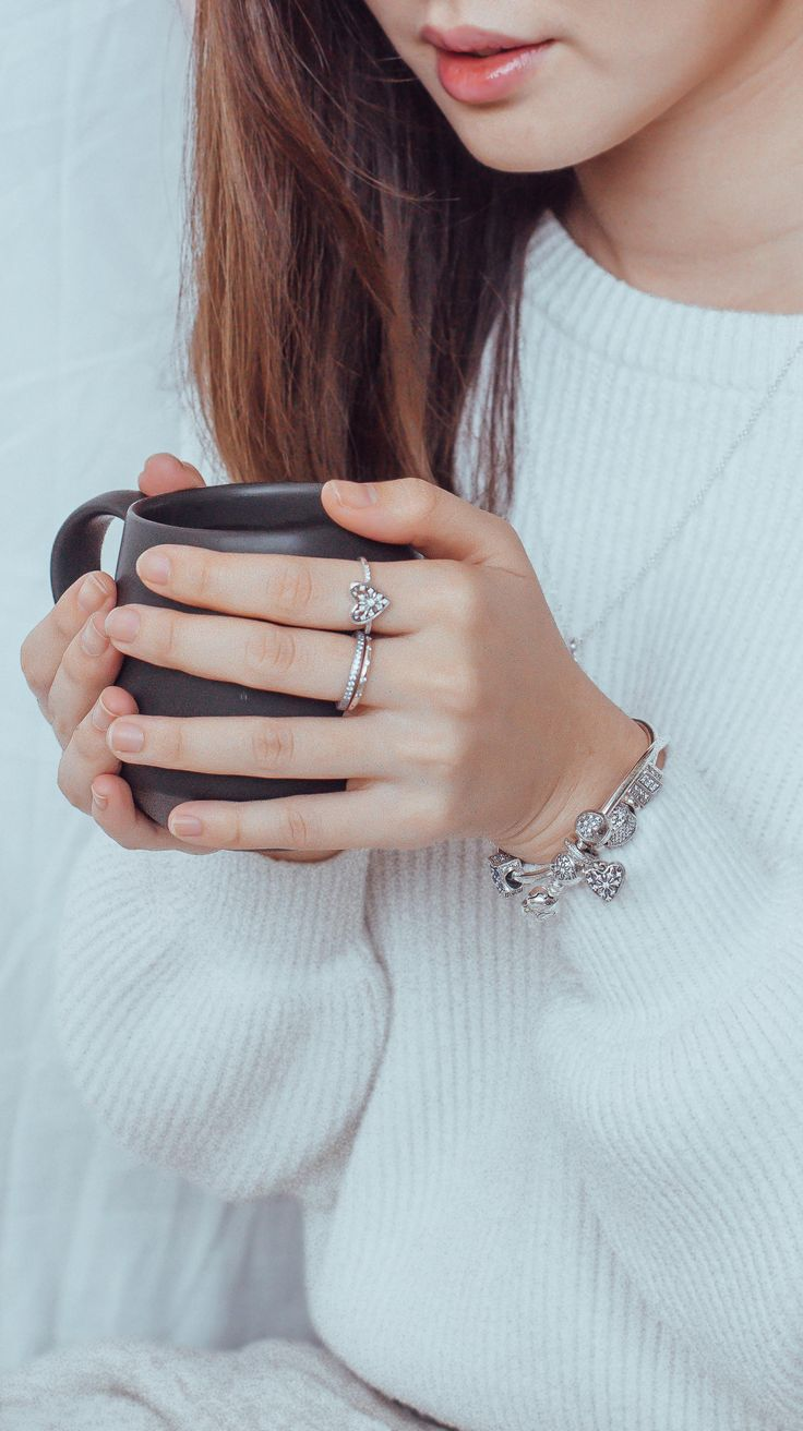 Declare your love for the winter season like @bellywellyjelly with this chic sterling PANDORA silver ring. Its embellished heart design is abstract and delicate at the same time, thanks to its shimmering ice crystal motif.