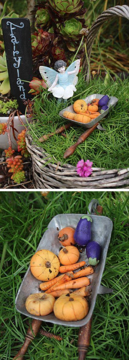 Jardin miniature cr dans un vieux panier en osier avec for Cree un jardin