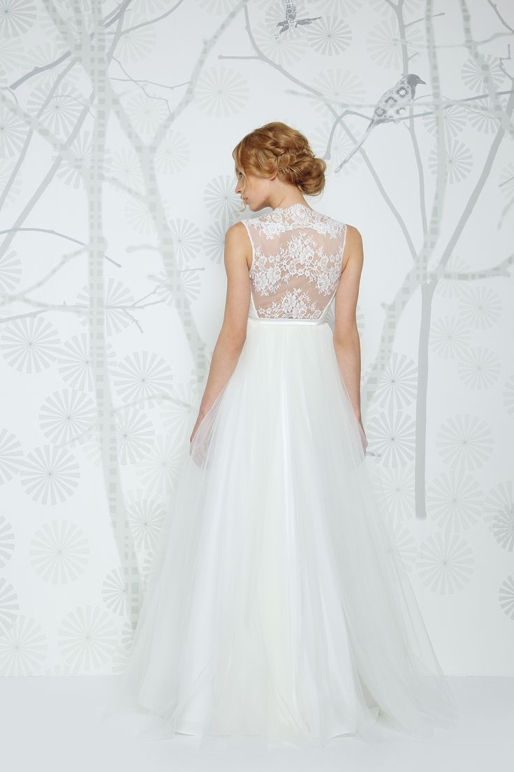 SADONI wedding dress EVITA with french lace back and voluminous tulle skirt. Romantic, modern and comfortable.