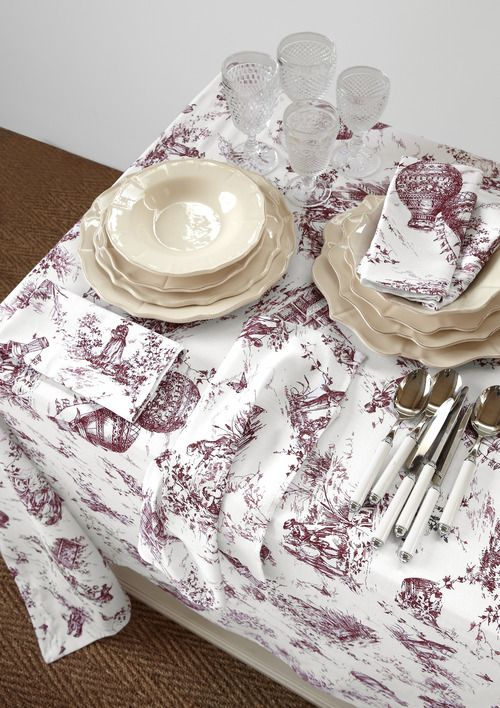 Le feste sono sempre un'ottima scusa per rinnovare l'ambiente di casa. Regalate alla mamma una nuova aria di festa con le bellissime tovaglie della linea Bellora per Coincasa. Al pranzo di Natale potrete dire di aver contribuito anche voi!