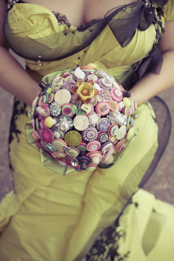green dress and buttons: Wedding Dressses, Wedding Bouquets, Alice In Wonderland, Buttons Bouquets, The Dresses, Sweet Dresses, Bouquets Wedding, Broach Bouquets, Aliceinwonderland