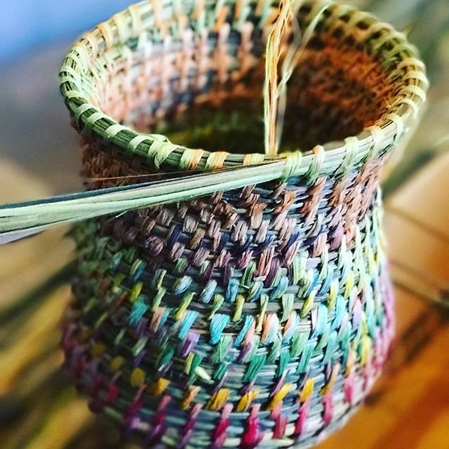 Sunday weaving still chilly outside but it's sunny at least, this one is preparing for #centralwesthandmademarkets in #mayfieldgarden #oberon 9 Sept, if you'd like to join me for morning or afternoon weaving workshop better put your name down places are limited contact #centralwesthandmademarkets directly