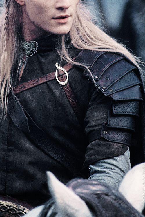 Legolas shoulder armour - Halloween 2015
