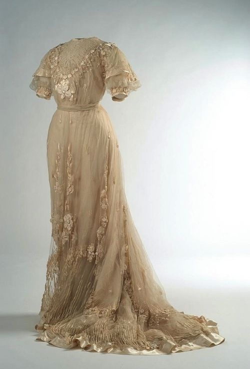 Dress, 1907 From the Museo del Traje