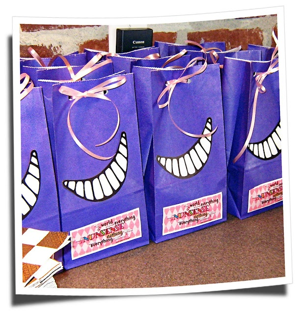 Alice in Wonderland/Cheshire cat party bags