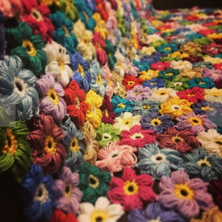 These easy crocheted flowers, besides being gorgeous have one more advantage…