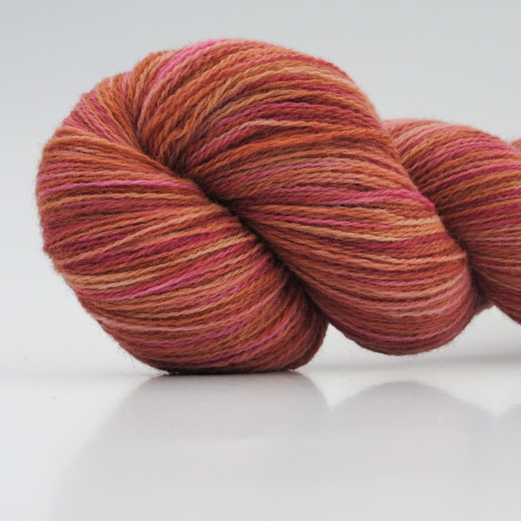 Roses, 2-ply wool, 450m/100gr from Aalerusen.blogspot.com.    Handdyed yarns by Julia Zahle