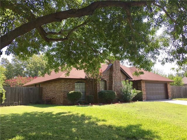 Welcome to #Cowtown. Today's #ListingOgTheDay is this adorable home is located in #FortWorth but is in Keller ISD. This 3/2/2 is a great starter home or investment property. 6720 LONGLEAF LANE, FORT WORTH, TX 76137 – 'bit Southern Realty Group   eXp Realty