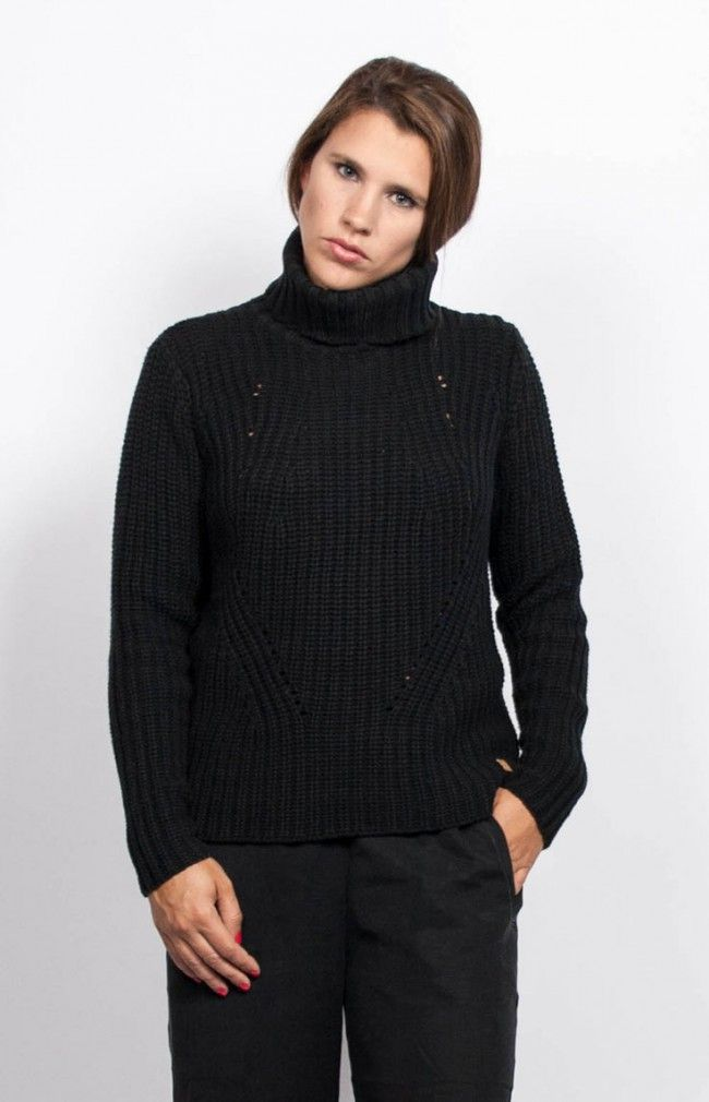 CASSIE Squared cut, roll-neck collar sweater. #anglestore #sweater #black #simpledesign #fashion #fashionstore #minimal #look #allblack #blacksweater