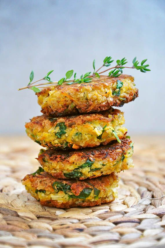 vegan and healthy falafel recipe, without deep frying and with lots of fresh parsley