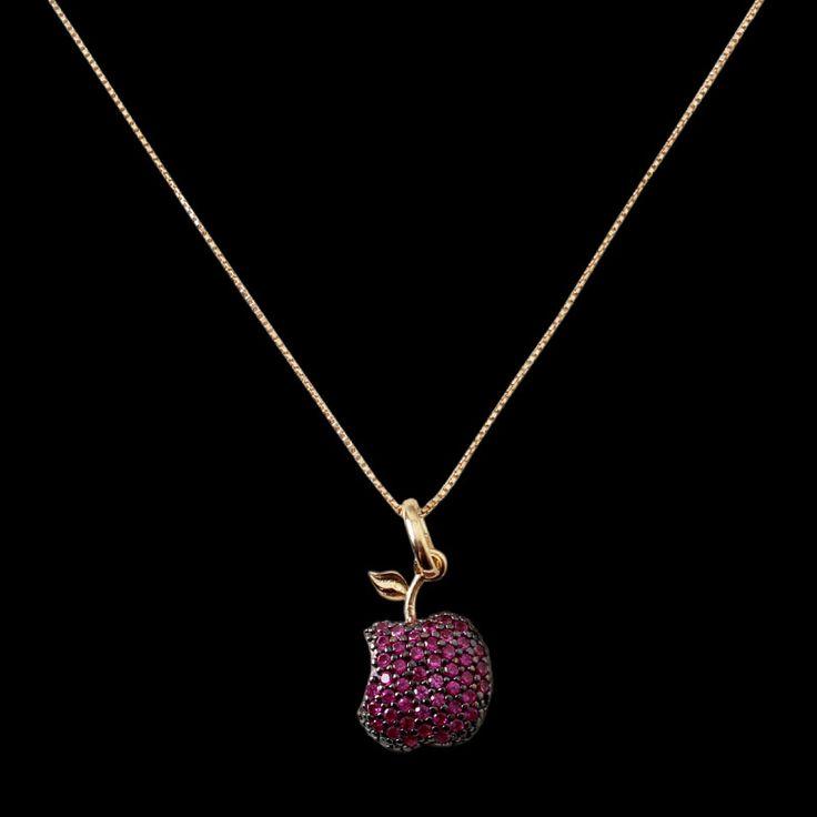 Gargantilha de Prata Maçã com Zircônias e Banho de Ouro. #acessorios #gargantilha #pingente #ouro #dicadeestilo #fashion