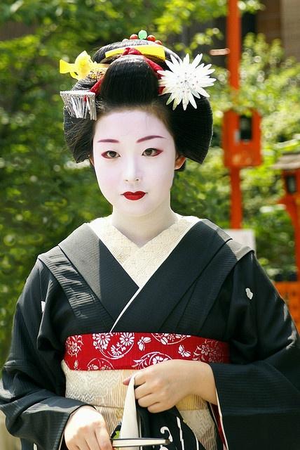 Ichiyuri as maiko