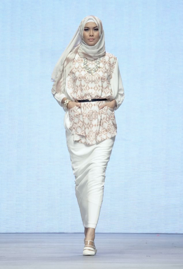 INDONESIA FASHION WEEK RUNWAY IFW 2015 – Ria Miranda for The Executive