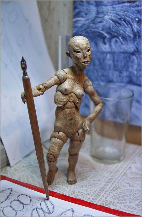 Шарнирная кукла из модифицированного папье-маше. Автор - Шабурова Ксения.