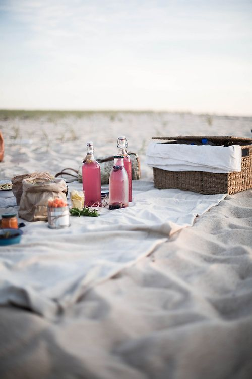 picnic on the beach//